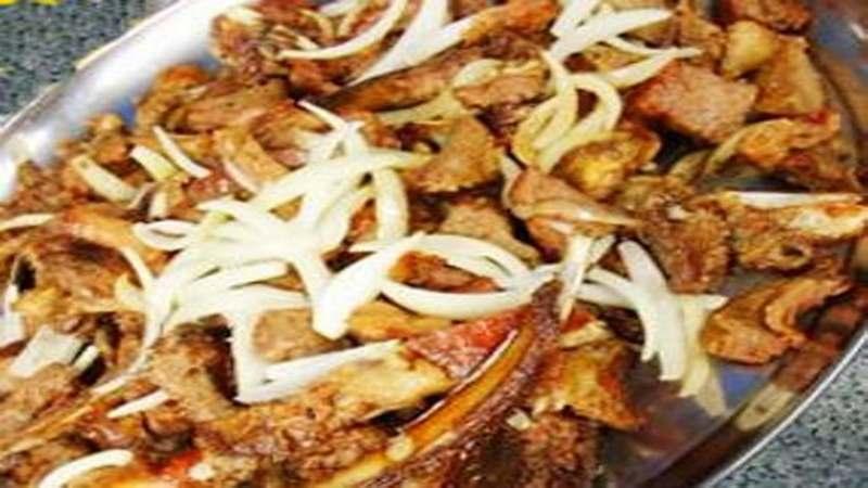 Menikmati Masakan Khas Afrika Domba Bakar dengan Pisang Goreng