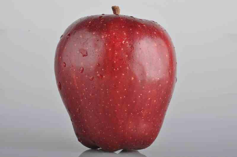 Tips Jitu Hilangkan Lilin pada Buah Apel