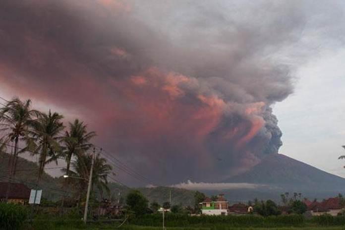 Sebaran gas beracun gunung agung meluas
