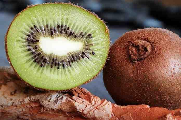 kiwi lebih menyehatkan tanpa dikupas kulitnya