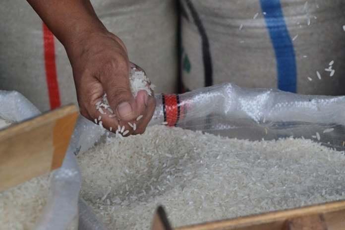 tak akan buka impor beras kelas medium