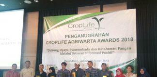 Para peraih penghargaan CropLife Agriwarta Awards
