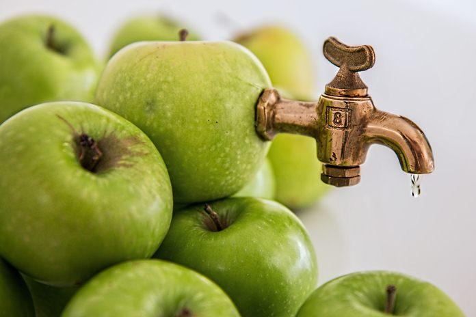 perbedaan minuman sari buah dengan rasa buah