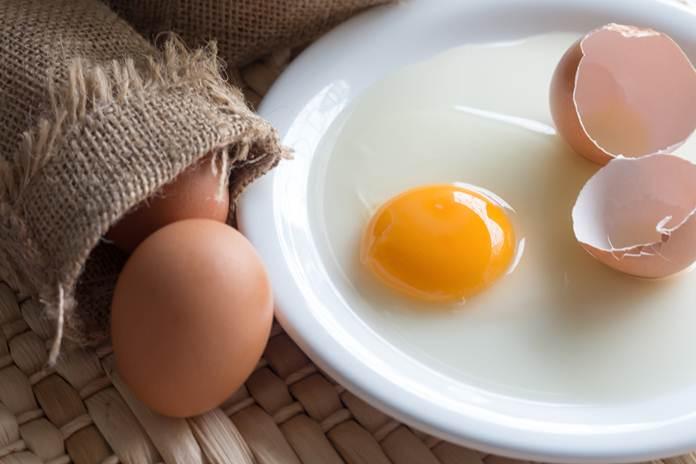 konsumsi telur mentah