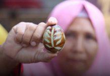 telur asin bermotif batik