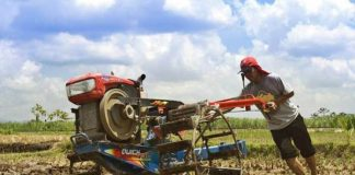 merawat traktor tangan