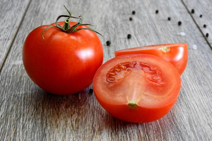 makan tomat
