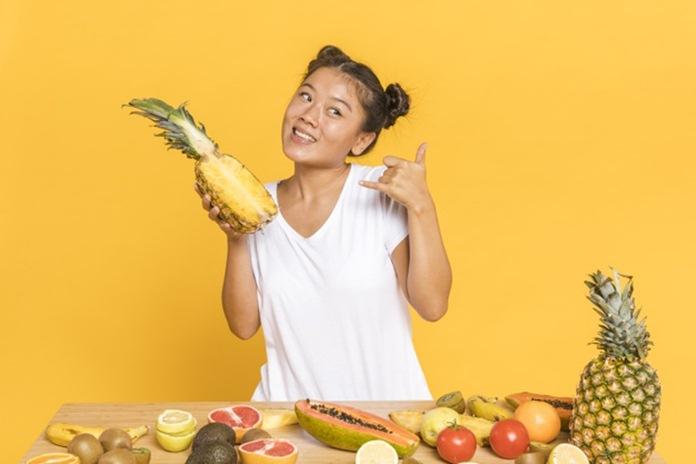 Cara mengupas nanas