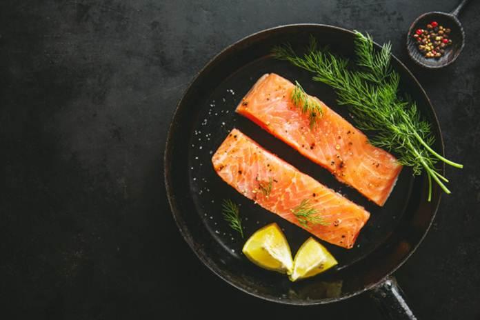 mengolah ikan salmon