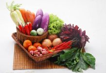 menyimpan sayuran dalam kulkas